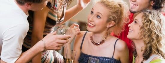 De ce alcoolul ne face să îi considerăm pe ceilalţi mai atrăgători?