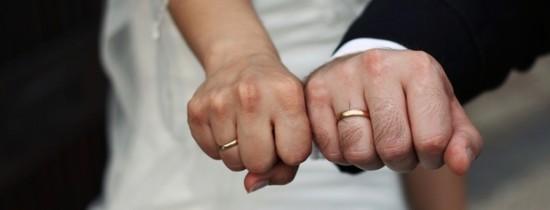 Casatoria face bine: barbatii aflati in relatii stabile au oase mai puternice