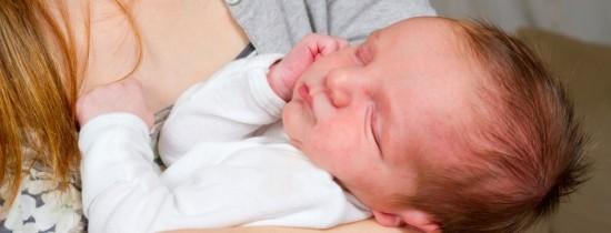 Cât de des trebuie să îi faci baie generală unui bebeluş – VIDEO