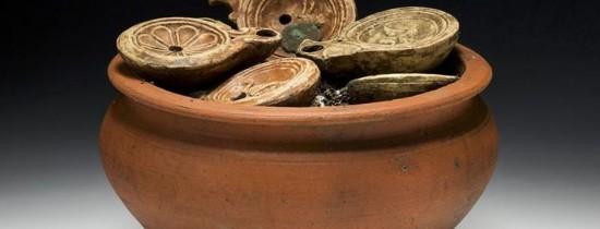 Arheologii elveţieni au descoperit artefacte misterioase într-un vas, care pare de gătit, vechi de 2.000 de ani