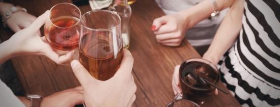 5 trucuri ale industriei alcoolului prin care te fac să consumi băuturi proaste