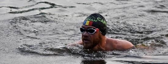 Avram Iancu, bibliotecarul care străbate Dunărea înot, a ajuns la Tulcea şi este la mai puţin de 100 de km de record
