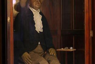 A fost excentricul Jeremy Bentham autist? Specialiştii vor analiza capul retezat al filosofului