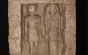 Sculptura unui cuplu din Egiptul străvechi a fost distrusă intenţionat. Motivul pentru care s-a dorit ştergerea identităţii lor