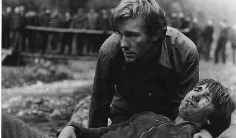 """""""Reconstituirea"""", filmul interzis timp de 21 de ani. Ceauşescu: """"Pe miliţieni pot să-i critice, că avem mulţi proşti"""" - 100 de ani in 100 de momente"""
