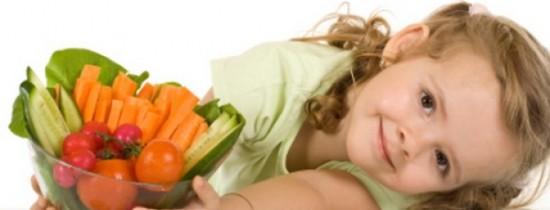 8 sfaturi pentru a-ti invata copilasul sa manance sanatos