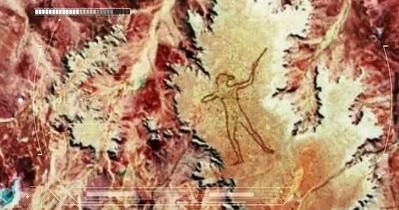 Schiţa unui humanoid, desenată într-o regiune nelocuită din Australia, este vizibilă din spaţiu