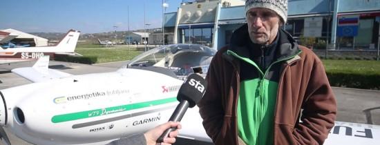 Pilotul care a zburat în jurul lumii pentru a măsura poluarea: Putem pierde mediul în care trăim