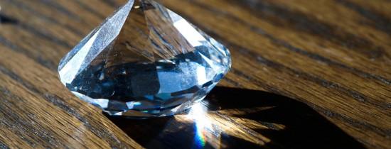 Deşeurile nucleare vor fi transformate în diamante care pot fi folosite pe post de baterii super eficiente