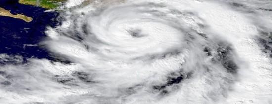 Cercetătorii vor să modifice atmosfera pentru a reduce riscul apariţiei uraganelor