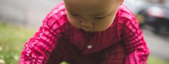 Veste bună pentru părinţi: un designer a creat hainele care cresc odată cu copilul