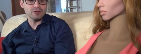 Un inginer susţine că ar fi ''extrem de simplu'' să aibă un copil cu robotul său sexual