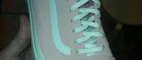 O nouă controversă pe internet. A venit rândul unui pantof sport să declanşeze isteria. Ce culoare are acesta?