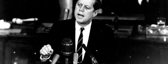 Trump a blocat cu câteva ore înainte de termenul-limită declasificarea tuturor documentelor privind asasinarea lui J. F. Kennedy. ''Sunt detalii care ar putea fi considerate stânjenitoare''. Ce informaţii au apărut în premieră