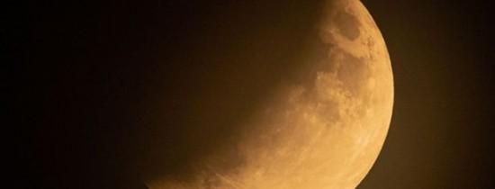 Imagini spectaculoase cu eclipsa parţială de Lună din 16 iulie